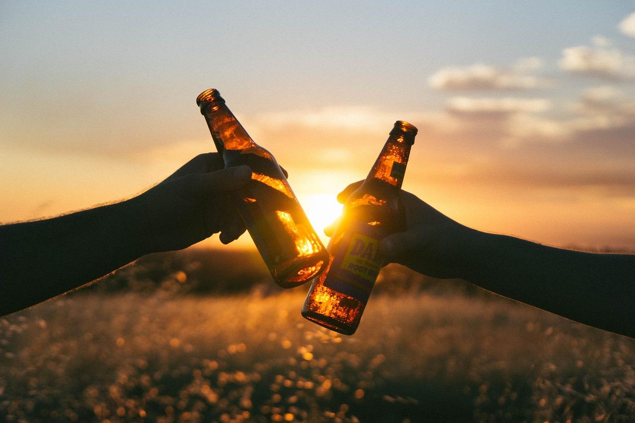 Bier_anstossen